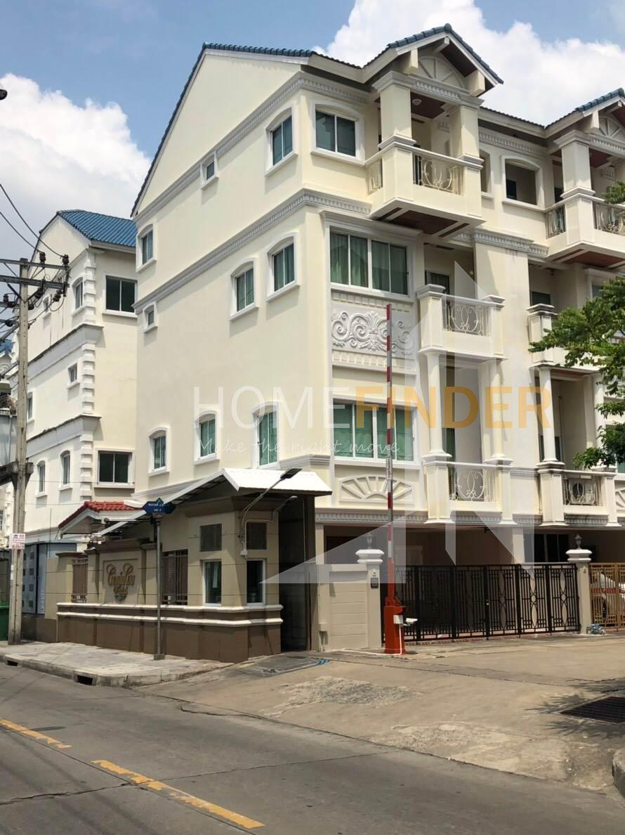 Town Home (Nang Lin Gee Road)